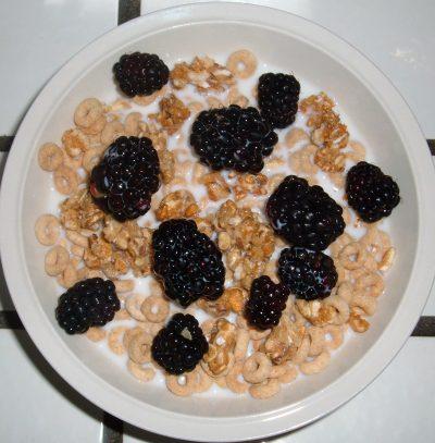 Cheerio granola blackberry cereal