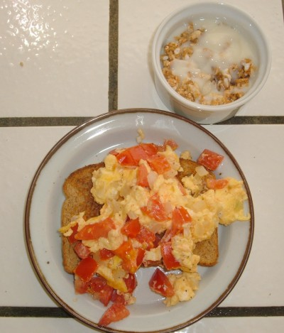 tomato onion scrambled eggs