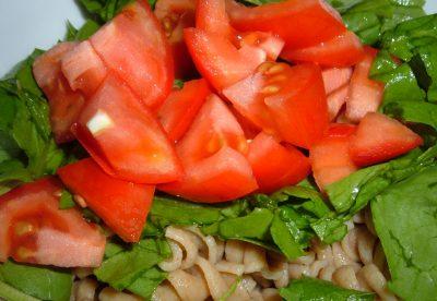 spinach tomato pasta salad